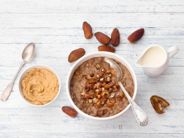 Choc-peanut oats with dates