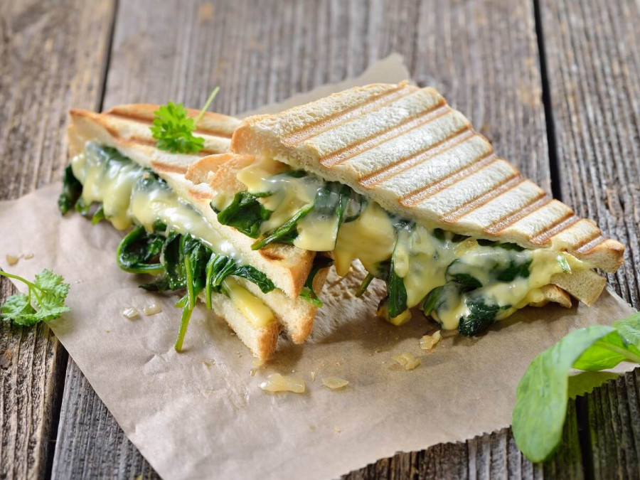 Cheddar, spinach and broccoli toastie
